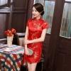 ชุดกี่เพ้าสั้นสีแดงลายดอกเหมย คอจีน แต่งกระดุมจีน แขนในตัว ผ่าข้าง (3XL,4XL,5XL,6XL) J4032