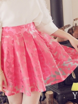 &#x2665&#x2665 สินค้าหมดค่ะ &#x2665&#x2665 กระโปรงสั้นลายดอกไม้ สีชมพูลูกกวาดหวานๆ นำเข้าจากเกาหลี ด้านหลังเป็นสม็อกยืดตามขนาดตัวผู้ใส่