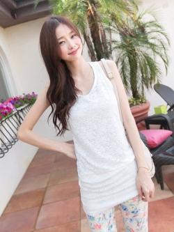 ❤❤ สีขาวพร้อมส่งค่ะ ❤❤ ชุดเดรสสั้น/เสื้อตัวยาวผ้าลูกไม้สีขาว สไตล์หวานๆ แขนยาวถึงข้อศฮก แต่งผ้าลูกไม้ด้านหน้าทั้งชุด สวยหรูหรามากๆ ค่ะ