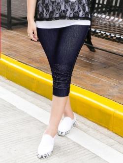 ♥พร้อมส่ง♥ กางเกงยีนส์ยืดขาสามส่วน สีน้ำเงิน ปลายขาย่นแต่งลูกปัดเงิน (3XL)