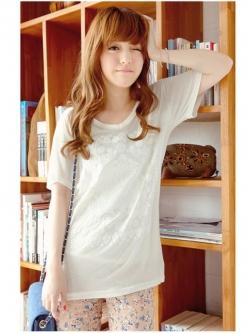 ❤❤ สีขาวพร้อมส่งค่ะ ❤❤ เสื้อยืดแขนสั้น แต่งลายลูกไม้เก๋ๆ ด้านหน้า คอวี ผ้าคอตตอนเนื้อดี นิ่มสวมใส่สบาย