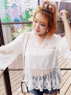 เสื้อลูกไม้สีขาว คอวี แขนยาว (2XL)