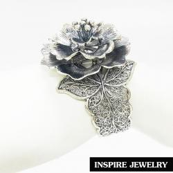 Inspire Jewelry ,กำไลลายดอกไม้ฉลุลาย งานDesign สวยหรู ตัวเรือน มีให้เลือกสองสี ทอง และ เงินรมดำสามารถปรับขนาดได้ พร้อมถุงกำมะหยี่ งานแฟชั่น (สีทอง เงินรมดำ ) สำหรับประดับชุดไทย เสื้อผ้าทุกชุด สวยหรู
