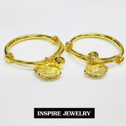 Inspire Jewelry กำไลข้อเท้าเด็กทอง มีตุ้งติ้งเป็นอักษรจีน และกระดิ่ง ขยายไซด์ได้เพิ่มอีก ลดไซด์ได้เพิ่มอีก เหมาะกับเด็กทุกวัย พร้อมถุงกำมะหยี่