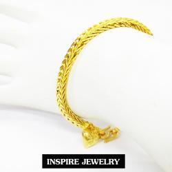 Inspire Jewelry ,สร้อยข้อมือทองลายสี่เสาจิกเพชร ห้อยหัวใจทองตอกลาย ยาว 19cm. เส้นขนาด 3 บาท พร้อมถุงกำมะหยี่