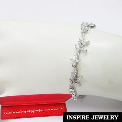 Inspire Jewelry สร้อยข้อมือเพชรลายเถาเลื้อย เพชรรูปมาคี และสายเพชร งานจิวเวลลี่ แบบร้านเพชร งานน่ารัก ปราณีต สวยงาม พร้อมกล่องกำมะหยี่ เหมาะกับการแต่งกายทุกรูปแบบ