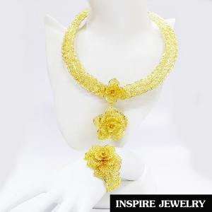 Inspire Jewelry ,โชคคอดอกไม้ฉลุลายสีทอง แบบโบราณ พร้อมกำไล สวยงาม สำหรับการแต่งกายชุดไทย งานบวชนาก ชุดพื้นเมือง ใส่กับผ้าไทย การะเกตุ ตามรอยละคร แต่งไทย บุพเพสันนิวาส