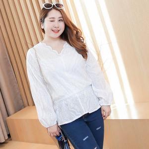 เสื้อลูกไม้ฉลุสีขาวแขนยาว คอวี สม็อคเอว (3XL)