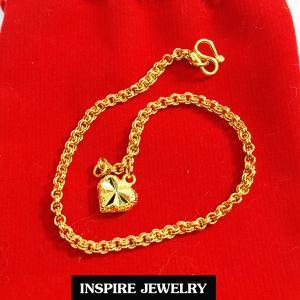 Inspire Jewelry ,สร้อยข้อมือลายห่วงคู่ ห้อยหัวใจทองตอกลาย ยาว 17cm. เส้นขนาด50สต. พร้อมถุงกำมะหยี่