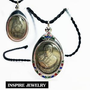 INSPIRE JEWELRY จี้เหรียญเนื้อนว รูปในหลวงนูนต่ำ พร้อมกรอบสเตนเลส ที่ระลึกรัชกาลที่ 9 พศ.2539 พร้อมเชือกไหมญี่ปุ่น ขนาด 3x5cm. (มีจำนวนจำกัด) สำหรับเก็บเป็นที่ระลึก ของขวัญ ของฝาก ปีใหม่ วาเลนไทน์ วาระสำคัญต่างๆ เป็นมงคลอย่างยิ่ง