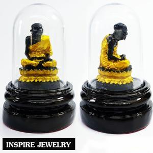 Inspire Jewelry บูชาพระหลวงปู่ทวดเหยียบน้ำทะเลจืด หล่อเรซิ่นทาสี วางบนฐานไม้ทาสี พร้อมครอบแก้วโค้งสวยงาม ขนาด 8.5x13cm. เหมาะบูชาหน้ารถ ทุกเทศกาล ปีใหม่ วันเกิด ของขวัญ ของฝาก วาเลนไทน์ แสดงความยินดี ห้องทำงาน ห้องพระ ร้านค้าขาย