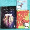 ►ครูพี่แนน Enconcept◄ MEMO A314 เซ็ท Memelody + CD เพลงภาษาอังกฤษครูพี่แนน มีเพลง + เนื้อเพลงมากกว่า 200 เพลง ในเซ็ทประกอบด้วย 1. หนังสือ Memolody Book เป็นเล่มเนื้อเพลง มีจดโน้ตเกือบทั้งเล่ม 2. หนังสือ Memolody Dictionary เป็นดิกชันนารี่เพื่อใช้คู่กับ Cd