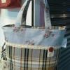 กระเป๋าสะพายทรงถังผ้าลายดอกต่อผ้าลายสก็อต