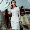 ชุดสูทผู้หญิงแขนสั้นพนักงานออฟฟิต เสื้อสูทมีปกสีขาว พร้อมกระโปรงสีขาว