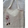 กระเป๋าสะพายผ้าดิบเนื้อหนาสีธรรมชาติ แต่งตุ๊ดตาสาวน้อย