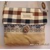 กระเป๋าสะพายเล็กทรงแบนปากพับลายสก็อตน้ำตาล(สายปรับได้)