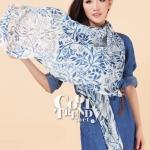 ผ้าพันคอลายดอกไม้ Flora Pattern : สี White ผ้า viscose size 180x80 cm