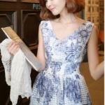 """size M""""พร้อมส่ง""""เสื้อผ้าแฟชั่นสไตล์เกาหลีราคาถูก Brand Hanphee เดรสลายดอกไม้สีน้ำเงิน แขนกุด คอวี สม็อกเอว ซิปหลัง มีซับใน"""