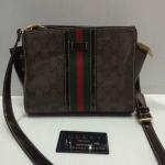 กระเป๋า Gucci  สะพายข้าง น่ารัก ฐาน 9 สูง 7 กว้าง 4 นิ้ว พร้อมสายสะพายยาว  สีตามรูป