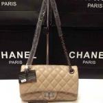 กระเป๋า Chanel Classic มาใหม่ งานสวย ขนาด 10 นิ้ว โซ่กระดูกงู ซับแดงด้านใน  สีครีม