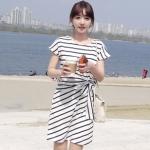 """""""พร้อมส่ง""""เสื้อผ้าแฟชั่นสไตล์เกาหลีราคาถูก Brand Chuvivi เดรสลายขวางสีขาวดำ ช่วงเอวด้านนึงจั๊มผูกโบว์ ไม่มีซับใน -size M"""