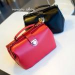 กระเป๋าแฟชั่น Vivian กระเป๋าถือทรงเก๋ มีสายสะพายให้ -สีแดง