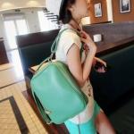 """""""พร้อมส่ง""""กระเป๋าแฟชั่น Maomao กระเป๋าเป้ หนังเรียบ นิ่ม ถอดสายได้ ทรงสวย สายซิปเอามาล็อกด้านหน้าได้ เก๋ค่ะ -สีเขียว"""
