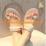[พร้อมส่ง] รองเท้าแตะ ประดับเพชร  แบบสวมนิ้วโป้งสีเนื้อ ไซส์ 39#