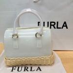 กระเป๋า FURLA ทรงหมอน มาใหม่ น่ารัก ขนาด 10 นิ้ว มีตะกร้าที่ฐานกระเป๋า  สีขาว