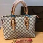 กระเป๋า Louis Vuitton ทรง Shopping หนังนิ่ม งานสวย ซับกำมะหยี่ ขนาด ฐาน 13 สูง 9 นิ้ว ลายตารางขาว