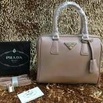 กระเป๋า Prada มาใหม่ ทรงหมอน งานสวย ขนาด 10 นิ้ว มีสายสะพายยาวพร้อมกุญแจล็อค ราคา 850 บาท สีตามรูป