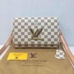 กระเป๋า Louis Vuitton มาใหม่ งานสวย น่ารัก หนังเนี๊ยบ ขนาด 10 นิ้ว พร้อมสายสะพายยาว สีตารางขาว