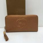 กระเป๋าสตางค์ Gucci ซิปเดียว ปั๊มนูนลายกุชชี่ ห้อยตุ้งติ้งน่ารัก  ขนาด 7.5 x 4 นิ้ว