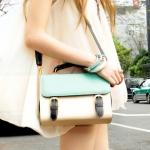 กระเป๋าแฟชั่นAxixi กระเป๋าสะพายทรงสี่เหลี่ยม สีขาวเขียว สายสะพายสีดำ เก๋ๆค่ะ