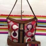 กระเป๋า Coach ผ้าทอ มาใหม่ งานสวย ขนาด ขนาด 13x 12x 6 นิ้ว มีลูกกระเป๋า สีตามรูป