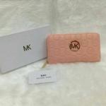 กระเป๋าสตางค์ MK มาใหม่ ซิปเดียว งานสวย ขนาด 4.5x7 นิ้ว ราคา 400 บาท สีชมพูอ่อน
