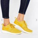 Pre-order Nike Roshe Premium Trainers In Gold Leaf