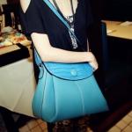 """""""พร้อมส่ง""""กระเป๋าแฟชั่น Maomao กระเป๋าสะพาย ทรงน่ารัก ด้านบนฝาปิดและสายสะพายลายหนังจระเข้ -สีฟ้า(มีรอยดำๆตรงกระดุม กระเป๋าลอก)"""