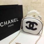 กระเป๋า Chanel มาใหม่ สวยเนี๊ยบน่ารัก มาพร้อมสายยาว Size 9x7 นิ้ว สีขาว