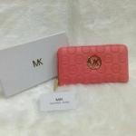 กระเป๋าสตางค์ MK มาใหม่ ซิปเดียว งานสวย ขนาด 4.5x7 นิ้ว ราคา 400 บาท สีชมพู ตามรูป