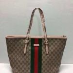 กระเป๋า Gucci ทรง Shopping  ทรงสวย  ขนาด ฐาน 12 ปาก 15 สูง 10 นิ้ว  อะไหล่ปั้ม