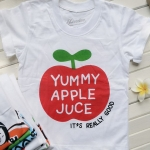 เสื้อยืดเด็กสกรีนลาย : YUMMY APPLE JUCE