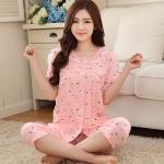 ชุดนอนสีส้มแดงลายการ์ตูน เสื้อแขนสั้น คอกลม ติดกระดุมหน้า เอวยางยืด ขาสามส่วน (M,L,XL,2XL,3XL)