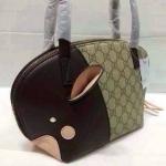 กระเป๋า Gucci มาใหม่ ทรง Alma งานสวยเนี๊ยบ ขนาด 11 นิ้ว ดีไซน์เก๋ แต่งมีหูทั้ง 2 ด้าน สีดำ