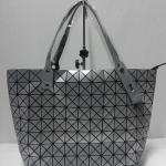 กระเป๋า  Issey Miyake ทรง Shopping มาใหม่งานสวย ขนาด13x8 บล็อค สีตะกั่ว