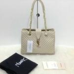 กระเป๋า YSL มาใหม่งานสวย แบบอั้ม-พัชราภาใช้ ขนาด 10 นิ้ว ราคา 900 บาท สีครีม