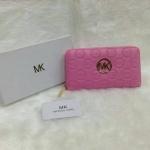 กระเป๋าสตางค์ MK มาใหม่ ซิปเดียว งานสวย ขนาด 4.5x7 นิ้ว ราคา 400 บาท สีชมพู