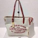 กระเป๋า Louis Vuitton มาใหม่ ทำได้ 2 ทรง เป็นผ้า canvas  มาพร้อมถุงผ้าใบลูก Size 11.5x10.5 นิ้ว  สีขาวสายแดง