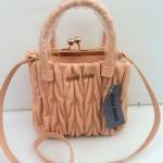 กระเป๋า miu mini มาใหม่ น่ารัก หนังสวย ขนาด 7.5 นิ้ว พร้อมสายสะพายยาว  สีครีมชมพู