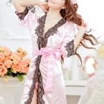 ชุดคลุมสีชมพู